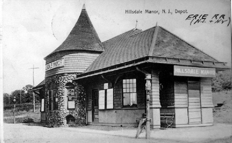 Hillsdale-Manor Train Station